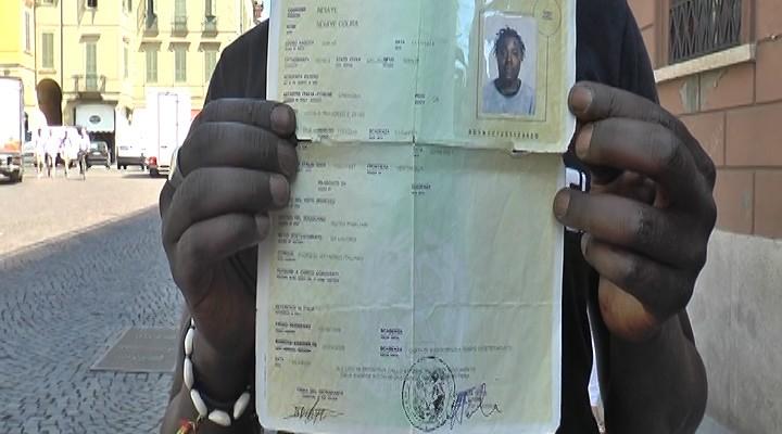Senza lavoro gli tolgono la carta di soggiorno telecolor for Carta di soggiorno a tempo indeterminato