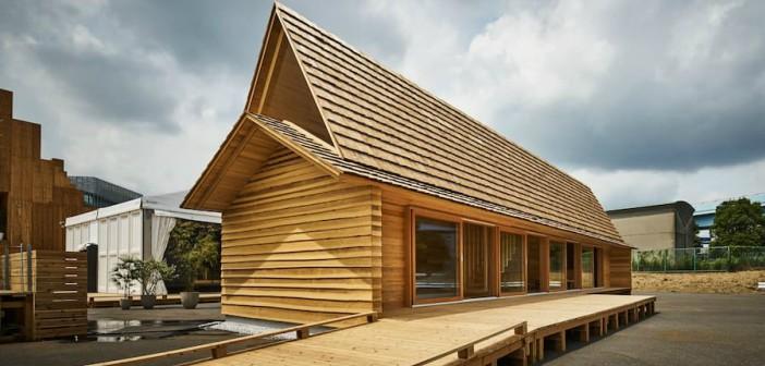 La casa in legno di cedro sostenibile si trova nei pressi for Case in legno autorizzazioni