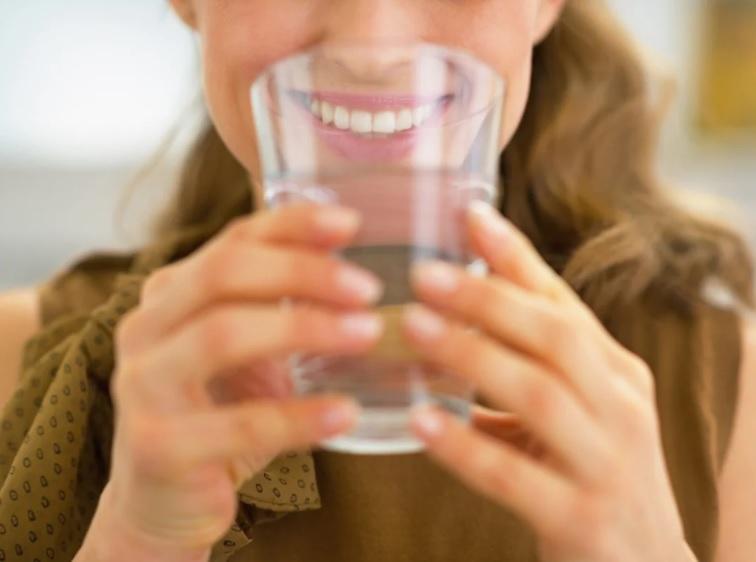 Consigli per la corretta idratazione contro la ritenzione idrica